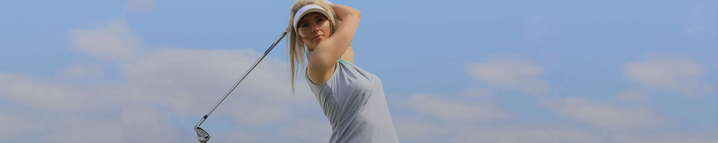 WOMEN'S GOLF CLOTHING
